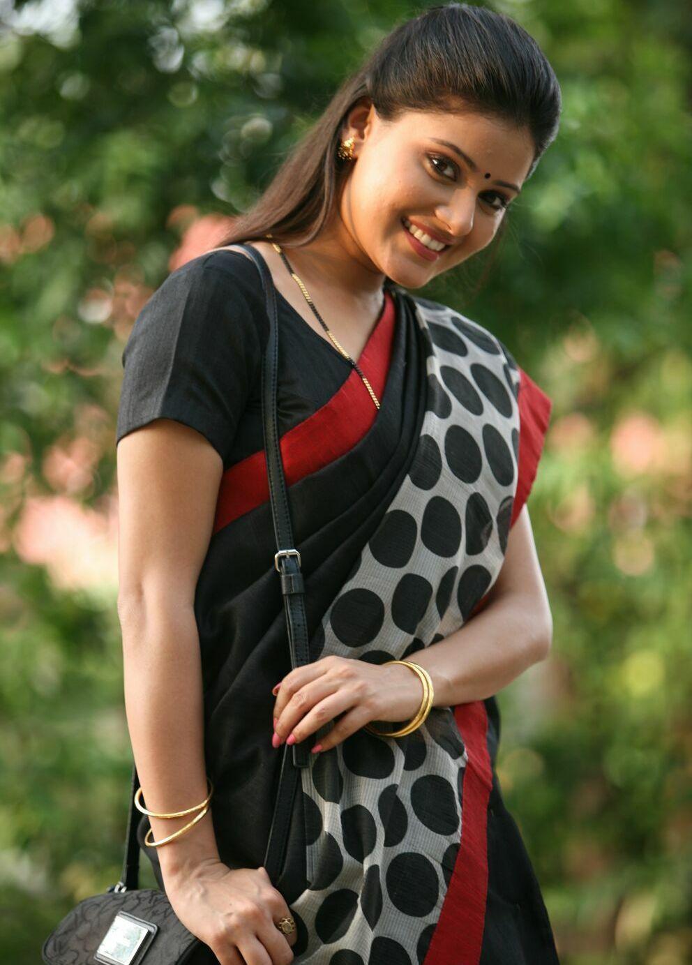 Archana Gupta Hot Photos In Black Saree