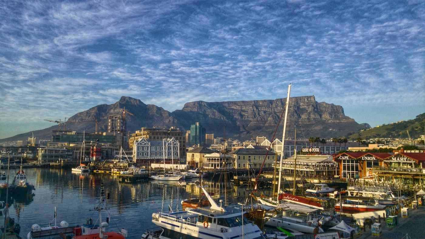 table mountain with harbour - 20 best things to see and do around the world