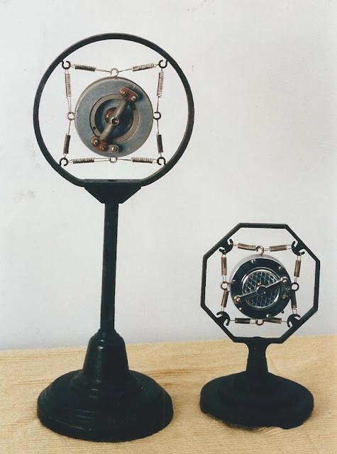 Microfono a carbone a doppia capsula Western Eletric 600 A – 1925 ; Microfono a carbone doppia capsula modello EI, American Microfone Co. 1930