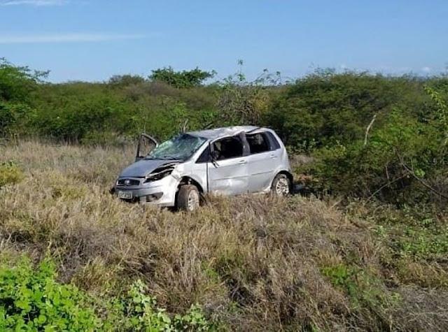 Carro atropela casal e mata mulher na BR-030, trecho entre Brumado e Tanhaçu