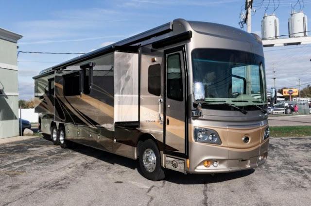 Monaco Dynasty 45P Bus