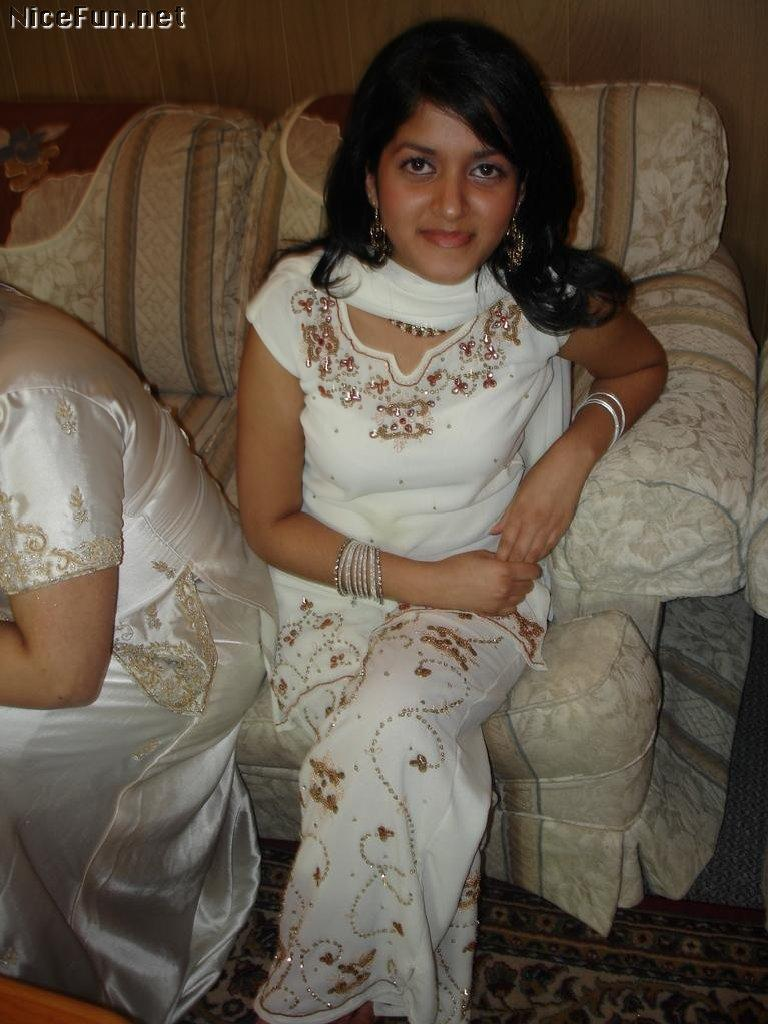 Pakistani Sexi Girl Photo