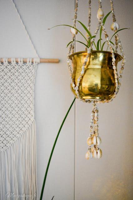 olohuone kirppislöytö itämainen matto ektorp simpukka amppeli kukka sohva valkoinen sohva sisustus ikea