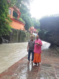 अकेला बाबा ने काली मंदिर पहुंचकर की पूजा अर्चना     #NayaSaberaNetwork