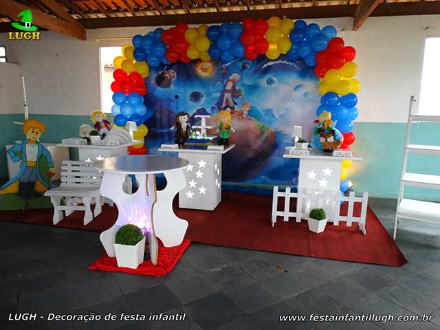 Decoração tema Pequeno Príncipe para a mesa do bolo de aniversário - Mesa decorada para festa infantil de 01 aninho - Barra RJ