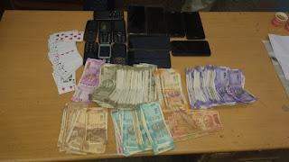 जुए के फड़ पर छापा, 9 जुआड़ी गिरफ्तार, 73 हजार 570 रूपये एवं एक शिफ्ट कार तथा 14 मोबाईल जप्त