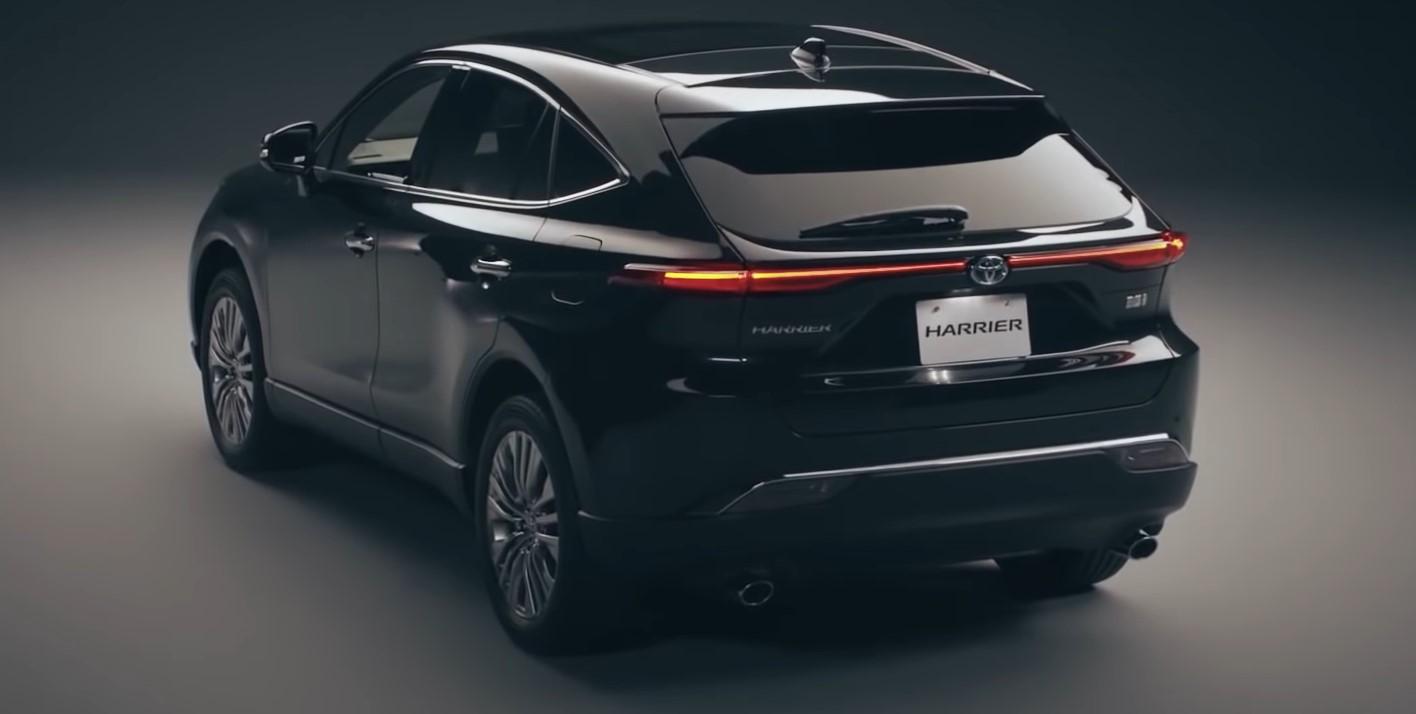 tampilan belakang mobil toyota harrier 2021
