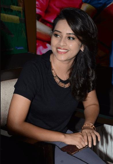 sri divya actress photos