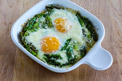 Baked Eggs with Asparagus and Parmesan #vegan #vegetarian #soup #breakfast #lunch