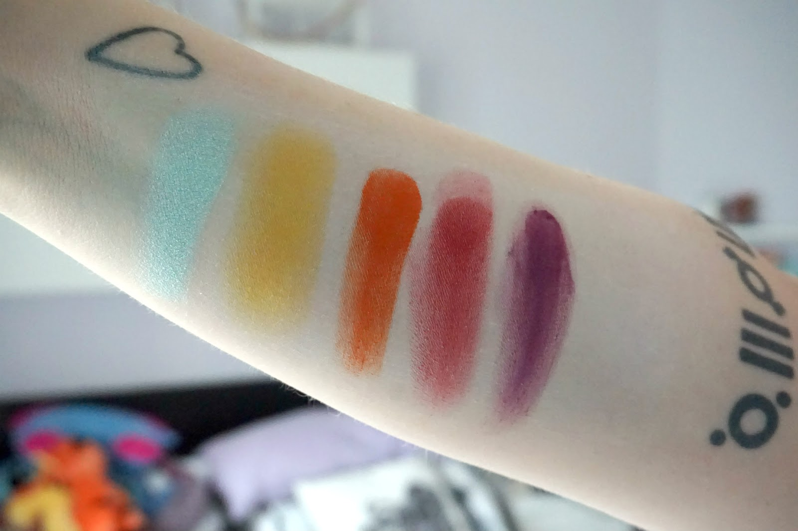 CandyCrush, Buttercupcake, Flamepoint, Love+, 2am, review, swatches, Sugarpill eyeshadows