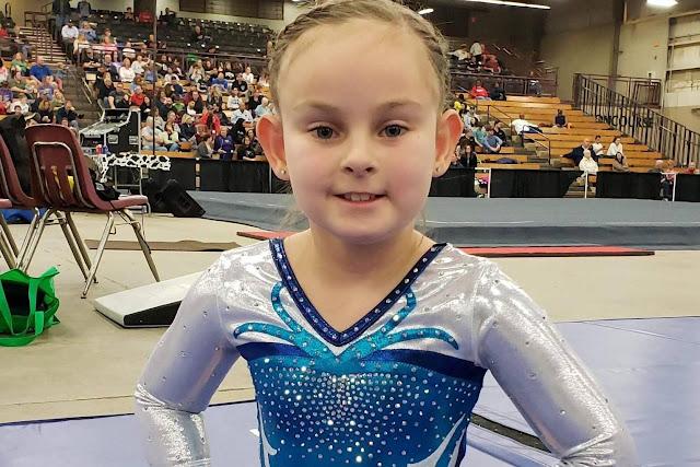Девочке, которая родилась без ног, всего 8 лет, а она уже стала профессиональной гимнасткой