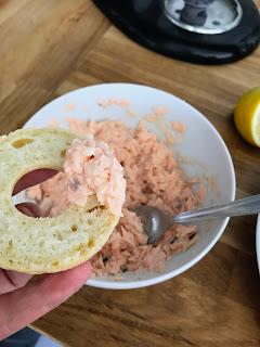 bagels garnis de rillettes aux saumons