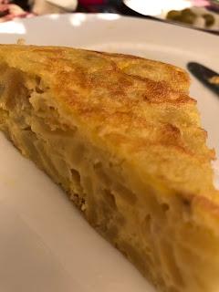 Corte de la tortilla de patatas