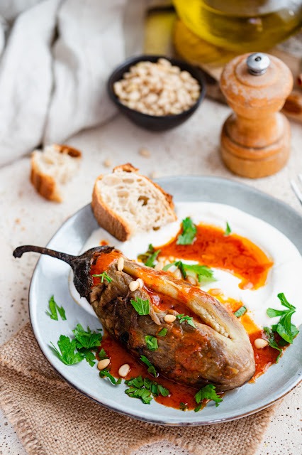 Aubergines grillées et huile à la harissa