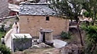 barren huts uttarakhand-village