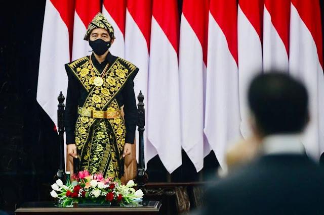 Presiden Jokowi Berbaju Adat NTT Ketika Menyampaikan Pidato Kenegaraan di Gedung Nusantara