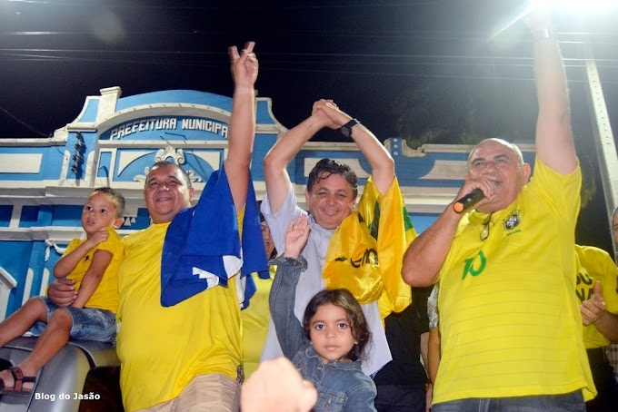 População de João Câmara recebe o prefeito Manoel em clima de euforia, confira as imagens.