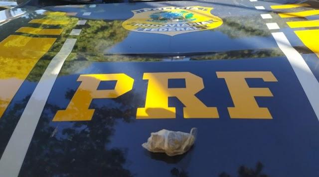 PRF: Jovem de 21 anos é autuado portando drogas na BR 235