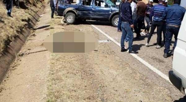 Los cuerpos quedaron esparcidos en la vía luego de las tres vueltas que dio la camioneta de la Gobernación / CORREO DEL SUR