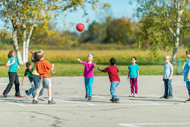 Mumball/ Mum-ball is a fun game to play as a brain break or for inside recess.  Learn the rules of playing mum-ball.