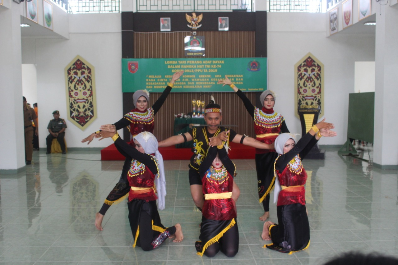 Kodim 0913/PPU Gelar Komsos, Lestarikan Budaya Lokal Lewat Lomba Tari Perang Dayak