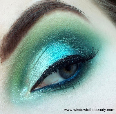 colourfull blue makeup