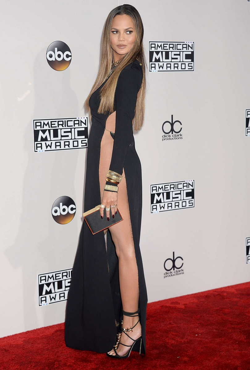 Chrissy Teigen – 2016 American Music Awards in Los Angeles