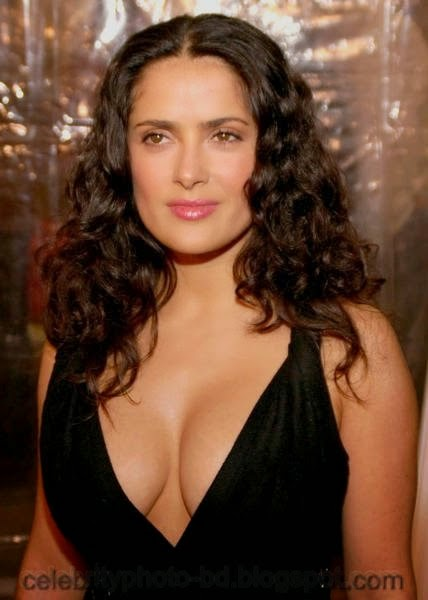 Sexy Model Salma Hayek Shows Her Big Boobs In Cleavage Picture And Photos With Biography
