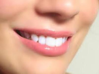 Tips-Melembabkan-Bibir-Sebelum-Menggunakan-Lipstik