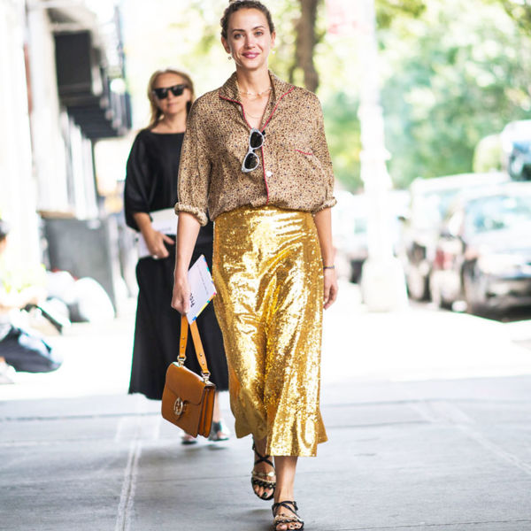 how to wear gold skirt