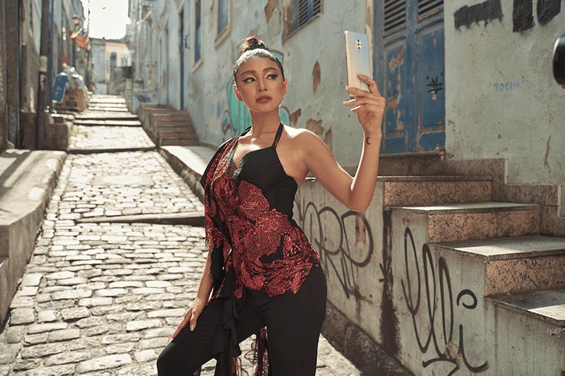 Nadine fashionably posing with Vivo S1 Pro in Brazil