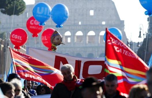 Trabajadores italianos protestan contra precarización laboral