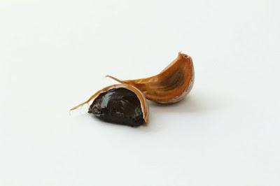 تعرف على طريقة تناول الثوم الأسود وفوائده