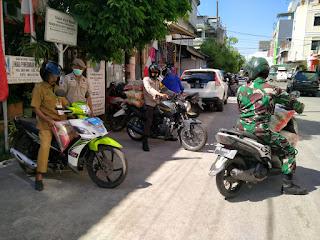 Gunakan Roda 2, Tiga Pilar Ujung Tanah Salurkan Bansos kepada Masyarakat diwilayah Polres Pelabuhan Makassar