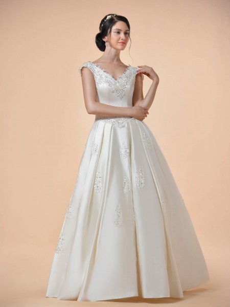 Gorgeous Wedding Gowns, Bridesmaid Dresses And Flower girls Dresses
