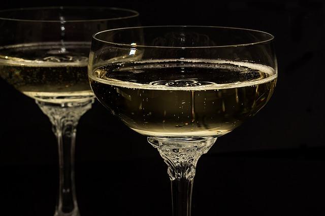 Idei de cadouri pentru barbati si femei: Băuturi cu foițe de aur de 24 de karate