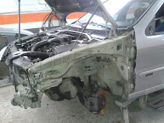 reparación de coches con piezas de desguace