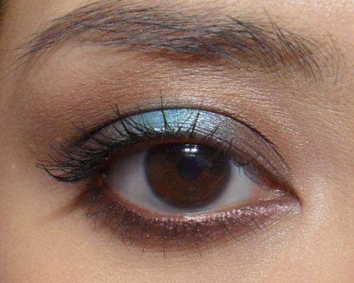 The Makeup Box: Azure Pop Tutorial