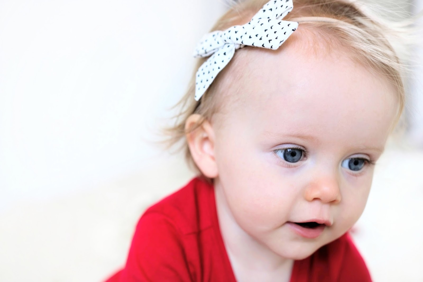 little poppy co february 2018 monthly subscription bow review bows headbands blonde baby child model blue eyes valentine