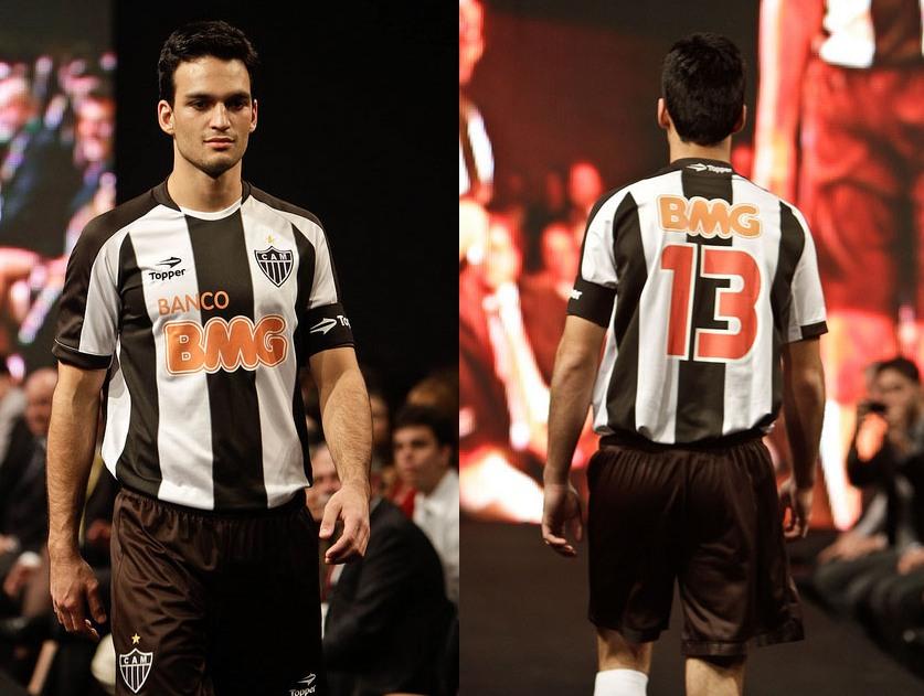 ... seus novos uniformes para a temporada 2011. Além das tradicionais  camisas 1 e 2 2d4e861d4615a
