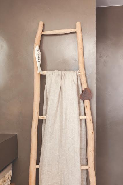 scara din lemn pentru prosoape