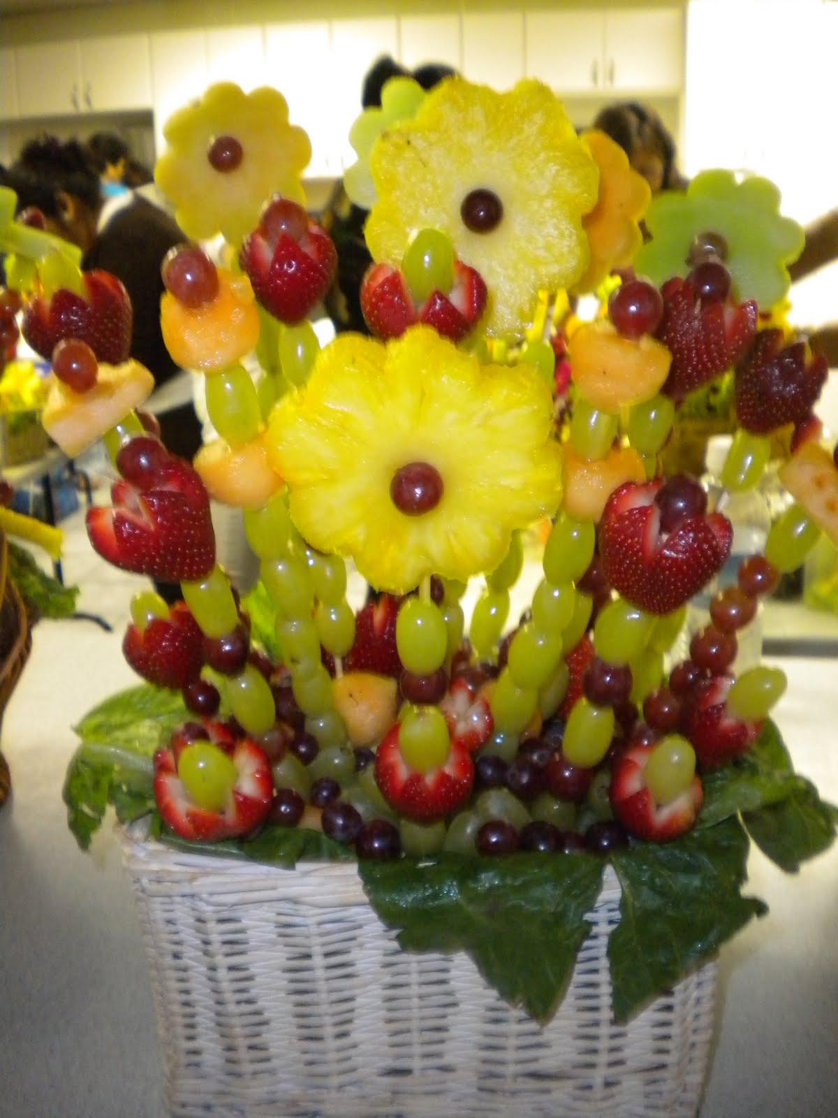Creatividades latinas arreglos con frutas y vegetales for Como secar frutas para decoracion
