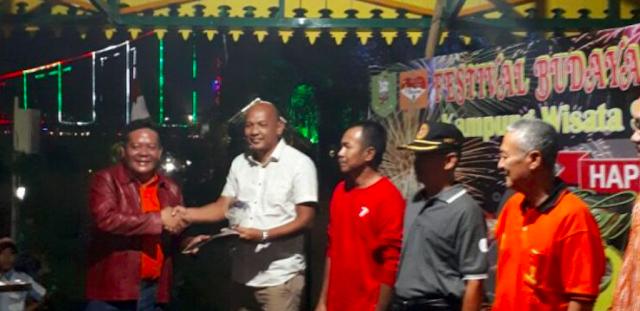 Kepemimpinan Paolus Hadi Berhasil Antarkan Bappeda Sanggau Juara 1 Festival Budaya Keriang Bandong