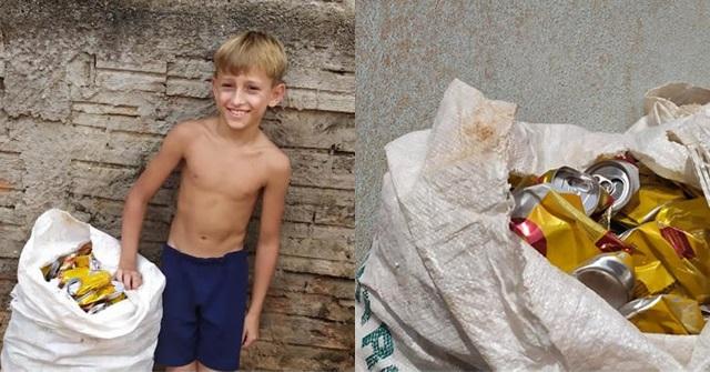 Criança de apenas 10 anos junta latinhas para comprar seu material escolar e dos irmãos