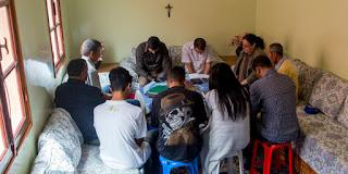 المسيحيون المغاربة مجبرون على ممارسة إيمانهم في السر