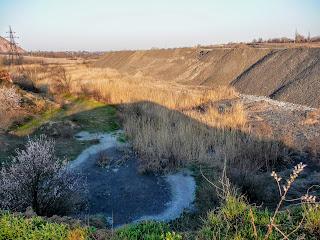 Породні відвали на лівому березі річки Сінної