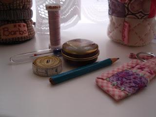 Contents of needlecase (2)