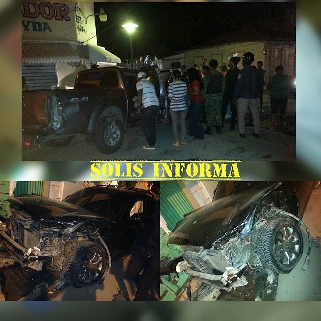 San Juan: La noche este martes mujer produce accidente desbarata vehículos.