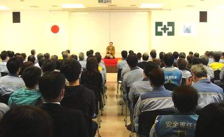 講演会講師・三遊亭楽春のコミュニケーション&メンタルヘルス講演会の風景。