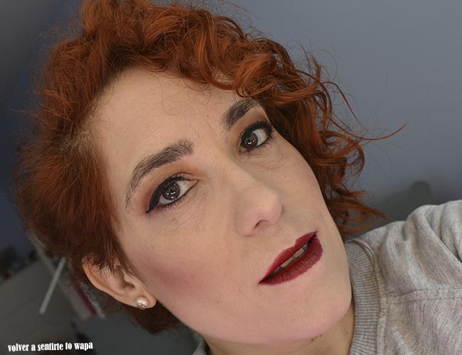 Maquillaje para Navidad con labios rojos